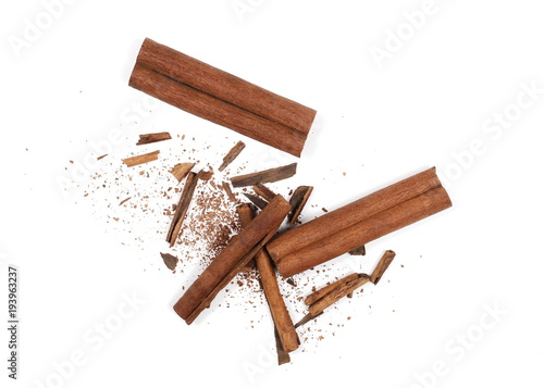 Foto Cinnamon sticks with shavings isolated on white background, top view