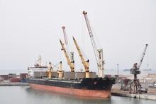 Frachtschiff Im Hafen Von Agadir, Marokko, Nordafrika Vor Anker Liegend