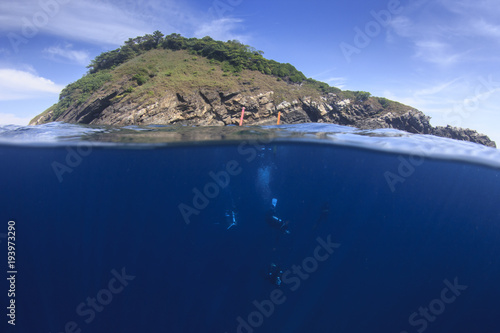 Photo  Scuba dive underwater and tropical island