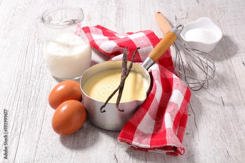 Leinwand Poster custard cream and ingredient