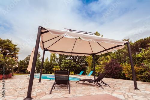 Photo piscine terrasse tonnelle
