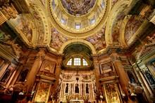 ナポリの教会とスナッ...