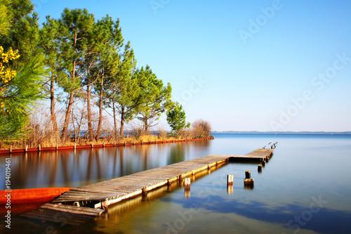Ponton sur le lac de Biscarosse Fototapeta