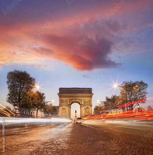Papiers peints Paris Arc de Triumph at night in Paris, France