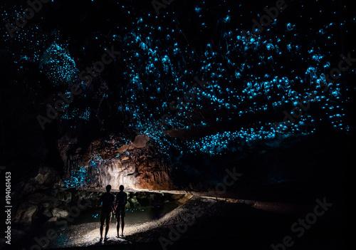 Fotografie, Obraz  Couple under New Zealand Glow Worm Sky in Waipu Cave