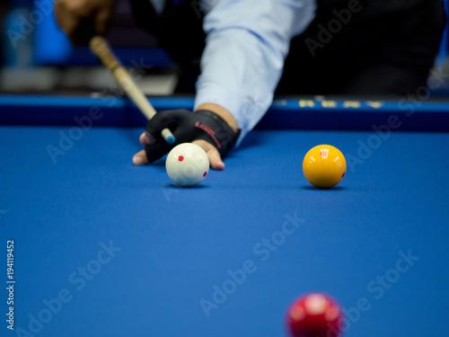 Fotografia Professional hand billiard cue ball hand player