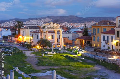 Plakat Brama Athena Archegetis i resztki Romańska agora budowali w Ateny podczas rzymskiego okresu, Ateny, Grecja
