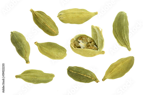 Fototapeta Green cardamom seeds isolated on white background. Top view. lay flat obraz