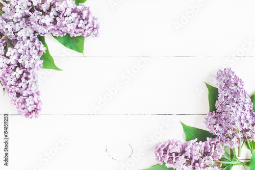Keuken foto achterwand Lilac Flowers composition. Spring lilac flowers on white wooden background. Flat lay, top view, copy space