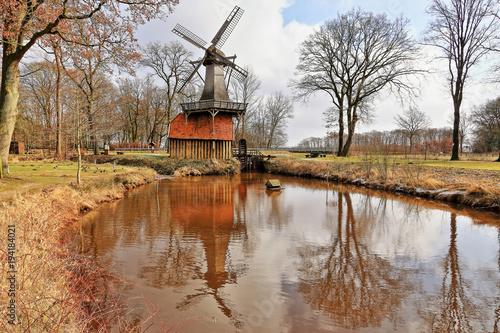 Zdjęcie XXL Hüvener Doppelmühle, jedyny działający wiatrak i młyn wodny w Niemczech