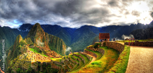 Fotografía  Colorful panoramic HDR image of the lost Incan city - Machu Picchu on cloudy day