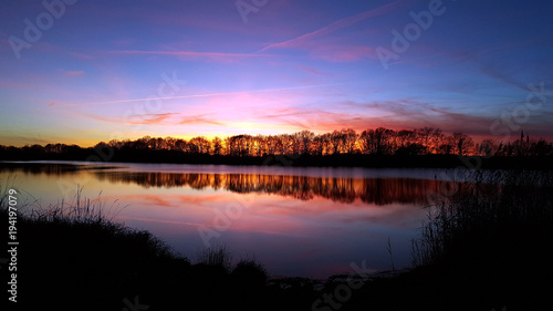 Foto op Aluminium Nacht snelweg Colorful sky is the mirror of the lake