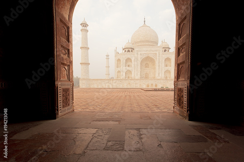 Photo  Door opening towards Taj Mahal