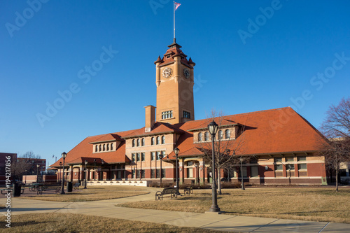 Historic Union Station train station depot in Springfield, Illinois, across from Tableau sur Toile