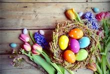 Ostern - Nest Mit Eiern Auf Ho...