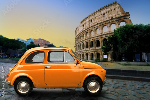 Keuken foto achterwand Vintage cars Retro car on background of Colosseum in Rome Italy