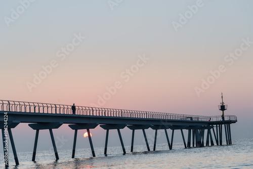 Amanecer , albor en el puente del petróleo (petroli) ,Badalona, Cataluña, España