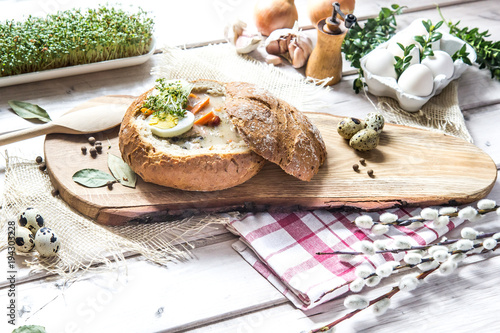 Staande foto Kruidenierswinkel żurek w chlebie