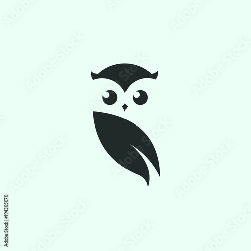 Spoed Foto op Canvas Uilen cartoon owl logo vector graphic minimalist outline art