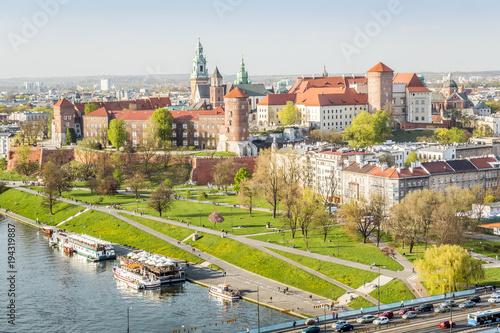 Foto auf Gartenposter Stadt am Wasser Wawel castle beautifully located in the heart of Krakow, Poland