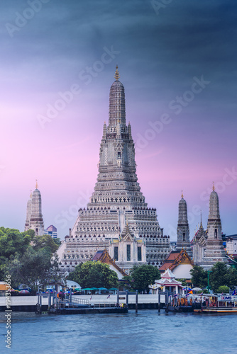 the iconic Wat Arun temple (Temple of Dawn), Bangkok Yai, Bangkok, Thailand.