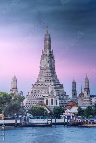 Deurstickers Bangkok the iconic Wat Arun temple (Temple of Dawn), Bangkok Yai, Bangkok, Thailand.