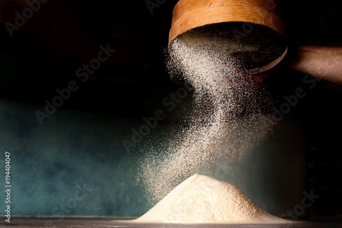 Carta da parati Sifting flour from old sieve.
