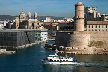Port w Marsylii z Mucem i Fort Saint Jean, major, od parku Pharo,