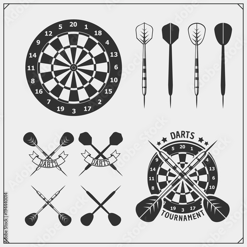 Carta da parati Set of Darts club or sport competition emblems, labels and design elements