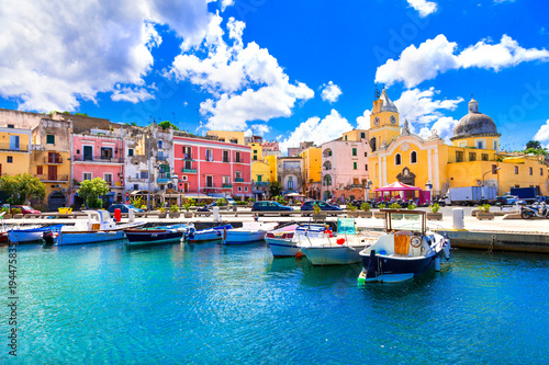 Montage in der Fensternische Neapel Beautiful colorful island Procida. Campania, Italy
