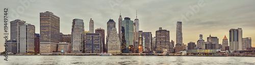 Foto op Aluminium New York Panoramic picture of the Manhattan skyline at sunset, New York City, USA.