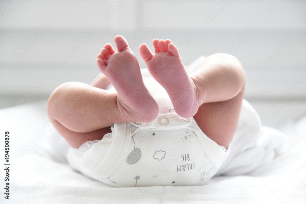 Fototapety, obrazy: Pieds de jeune bébé