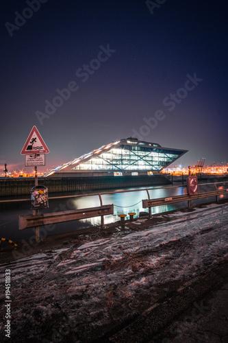 Hamburg Dockland zu Nacht Tableau sur Toile