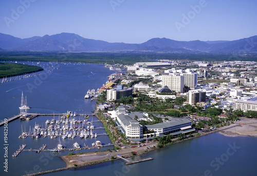 Autocollant pour porte Océanie Aerial view of Cairns North Queensland. australia