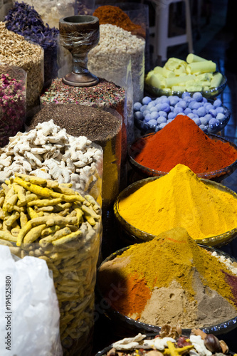 Photo  arabic Spices at the market Souk Madinat Jumeirah in Dubai, UAE