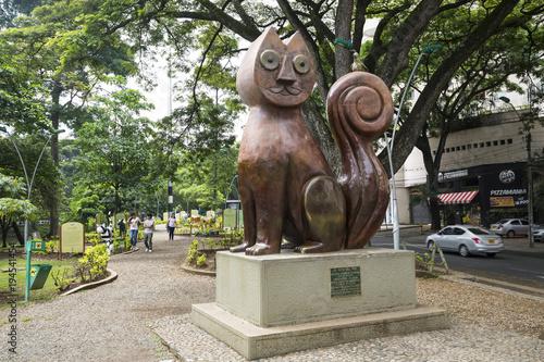 Staande foto Zuid-Amerika land Cat Park (Parque El Gato De Tejada) in Santiago de Cali, Valle de Cauca, Colombia