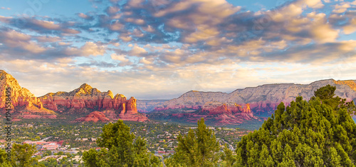 Deurstickers Arizona Spiritual Sedona Arizona red rock formations blue sky beauty