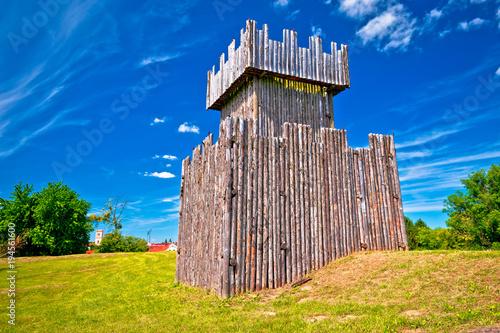 Zdjęcie XXL Miasto Koprivnica drewniana wieża widokowa okopy