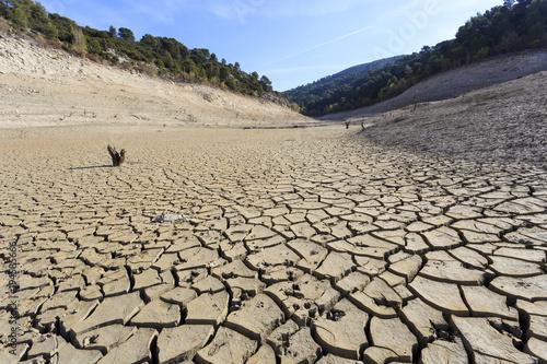 Obraz na plátně  Empty lake at Bimont Dam near Aix en Provence, France.
