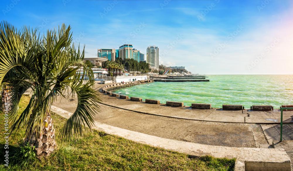 Fototapety, obrazy: Черное море в Сочи и набережная Emerald Black Sea in sunny Sochi