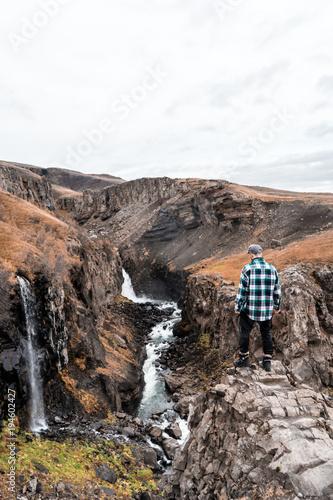 Tuinposter Zalm Iceland hiking - Hengifoss