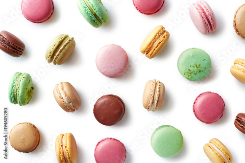 Poster Macarons Colorful french macarons on white background