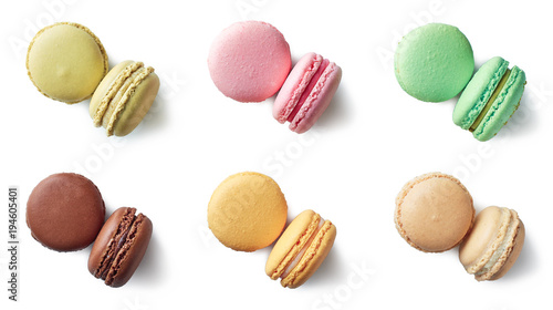 Crédence de cuisine en verre imprimé Macarons Colorful french macarons on white background
