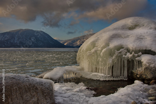 Fotobehang Grijs Russia. Mountain Altai. Sunset on lake Teletskoye.