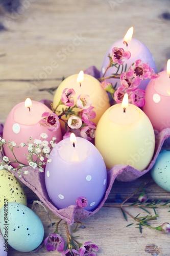 Plakat Wielkanoc - dekoracja wielkanocna ze świecami - nakrycie stołu - świece wielkanocne