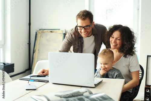 Fotografia  Young happy family relaxing at home at the table