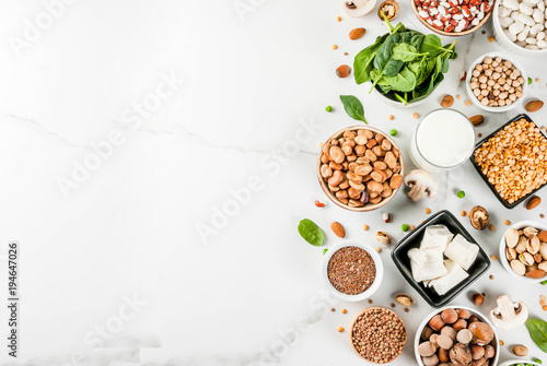 Fotografia  Healthy diet vegan food, veggie protein sources: Tofu, vegan milk, beans, lentils, nuts, soy milk, spinach and seeds