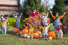 Festive Thanksgiving Decorations With Scarecrows