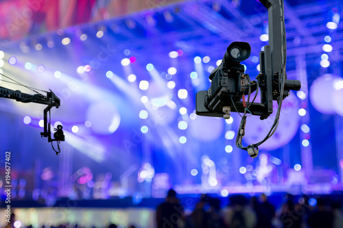 Fotografia  video camera on crane  covering event on stage