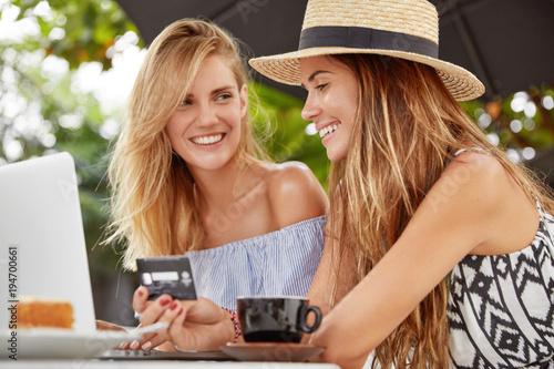 Find female friends online